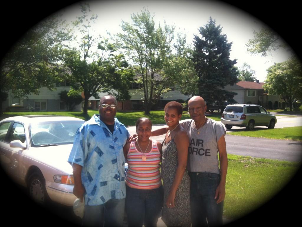 Mis hermanos (Darryl, Antonette, Carol) y mi papa.